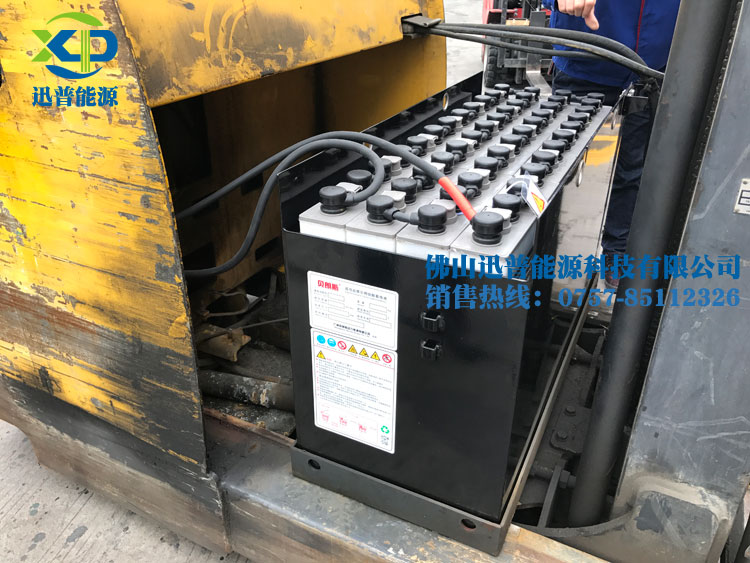 小松叉车FBR15RL-12蓄电池更换完成